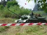 I samohybné dělo SU-100 umí projet cestou necestou